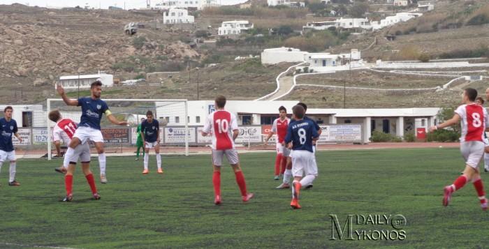 (54fotos) Οι κυριότερες φάσεις του αγώνα νέων ΑΟ Μυκόνου - Άγιαξ Σύρου 1-0
