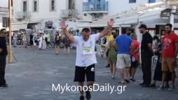 VIDEO- Ο Δημήτρης Λαζαρίδης τερματίζει στα 10 χλμ. και το γιορτάζει με μία βουτιά!
