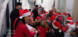 WEB TV - Κάλαντα και ευχές την παραμονή των Χριστουγέννων στο Δημαρχείο