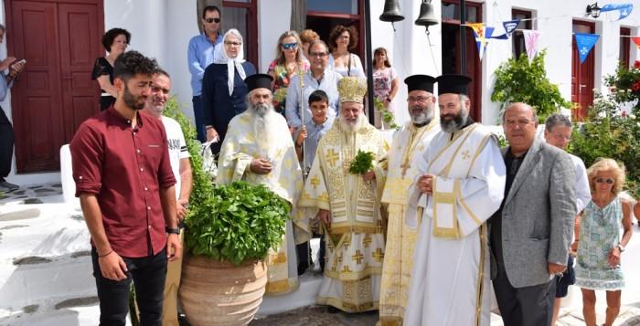 Στην Ιερά Μονή Παλαιοκάστρου στη Μύκονο ιερούργησε ο Σεβασμιώτατος Μητροπολίτης κ. Δωρόθεος