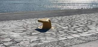 (pics) Ο Δήμος Μυκόνου προχώρησε στην τοποθέτηση 2 νέων δεστρών στο Νέο Λιμάνι