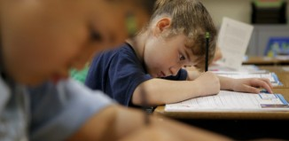 Το γράψιμο με το χέρι έναντι του πληκτρολογίου ενισχύει την ικανότητα μάθησης, σύμφωνα με νέα έρευνα