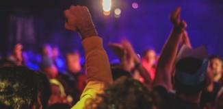 Ανοίγουν απόψε τα μπαρ και τα νυχτερινά κέντρα – Τονώνεται ο τομέας διασκέδασης στα νησιά