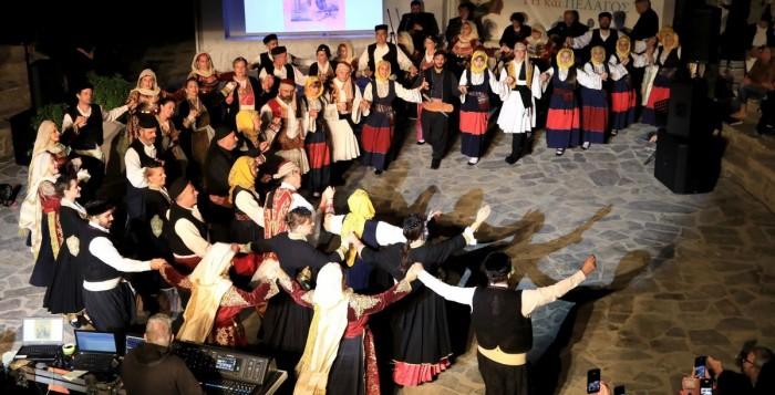 «Ελλάδα Γη και Πέλαγος» με μεγάλη επιτυχία ολοκληρώθηκε η μουσικοχορευτική παράσταση του Δήμου Μυκόνου