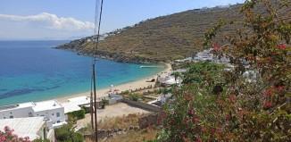 Video Report: Παιχνίδια στην άμμο και οι πρώτοι επισκέπτες με ελικόπτερο στην Ψαρρού