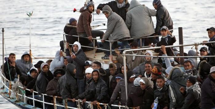 Πλοιάριο με 80 λαθρομετανάστες τη νύχτα στο Τηγάνι