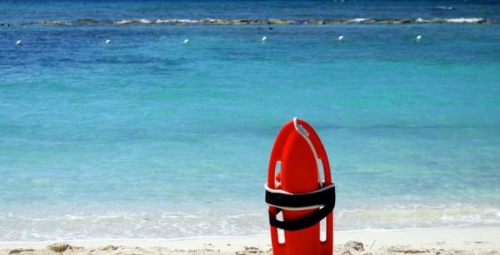 Εγκαταστάθηκαν οι ναυαγοσώστες στις παραλίες της Μυκόνου
