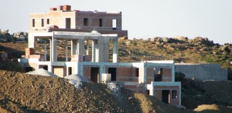 Σύλληψη δυο ατόμων για οικοδομικές εργασίες στη Μύκονο
