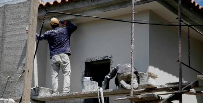 Αναστέλλονται οι οικοδομικές άδειες σε Μύκονο και Σαντορίνη