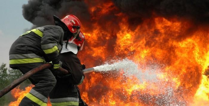ΣΥΜΒΑΙΝΕΙ ΤΩΡΑ: Φωτιά σε σπίτι στον Κλουβά