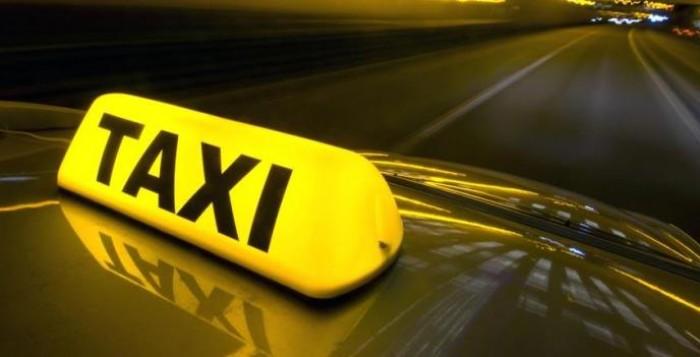 Καταστροφική ενδεχόμενη αύξηση του ΦΠΑ στις μεταφορές, λέει η Ομοσπονδία Ταξί
