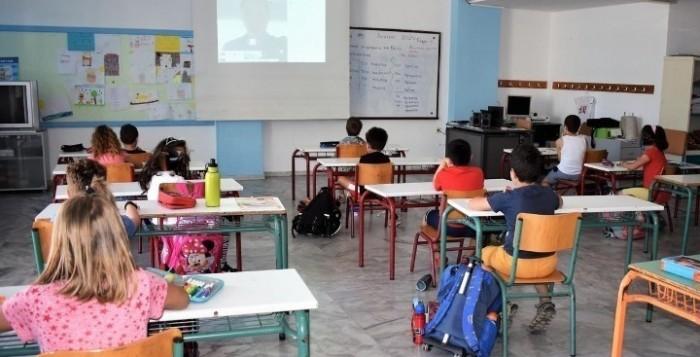 Την επιστροφή στα θρανία προετοιμάζει το υπουργείο Παιδείας