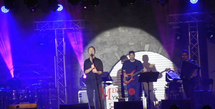 (pics & vid)2o Mykonos Youth Festival: Γέμισε τη Μύκονο με μουσική και όμορφα συναισθήματα ο Μιχάλης Χατζηγιάννης