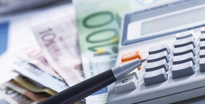Φόροι: Έρχονται ελαφρύνσεις για τη μεσαία τάξη - Ποιοι και πόσο θα ωφεληθούν