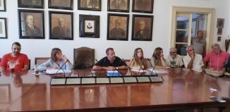 Προβληματισμένοι πολίτες έδωσαν το παρόν στο Δήμο για τα καυτά θέματα του νησιού