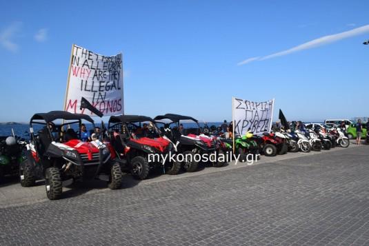 (βίντεο) Αποκλεισμένο από το πρωί το λιμάνι της Μυκόνου - Οι επιχειρηματίες ζητούν ακρόαση από τον Υπουργό - Τι λένε στην κάμερα του MykonosDaily.gr