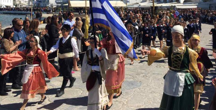 Video+φωτογραφίες από την παρέλαση στη Χώρα Μυκόνου