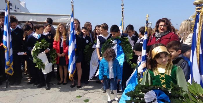 Με την μαθητική παρέλαση και τους παραδοσιακούς χορούς κορυφώνονται σήμερα οι εκδηλώσεις για την 25 Μαρτίου στη Μύκονο