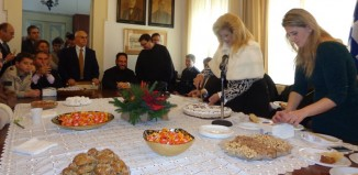 WEB TV - Κοπή Βασιλόπιτας και παραδοσιακά κάλαντα στο Δημαρχείο