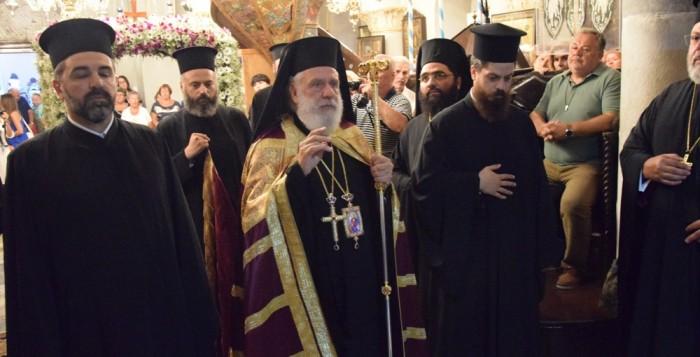 (vid) Οι Μυκόνιοι τιμούν την προστάτιδα τους Παναγία Τουρλιανή