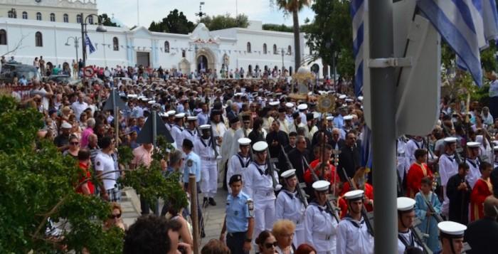 Εικόνες: Με λαμπρότητα οι εορταστικές εκδηλώσεις του Δεκαπενταύγουστου στην Τήνο