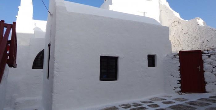 Θεία λειτουργία στους Αγίους Αναργύρους στο Κάστρο