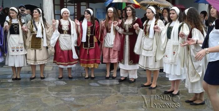 Μύκονος: Έσυρε τον χορό η 3η λυκείου