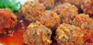 Η συνταγή της ημέρας: Σπιτικά κοκκινιστά γιουβαρλάκια με νιφάδες βρώμης