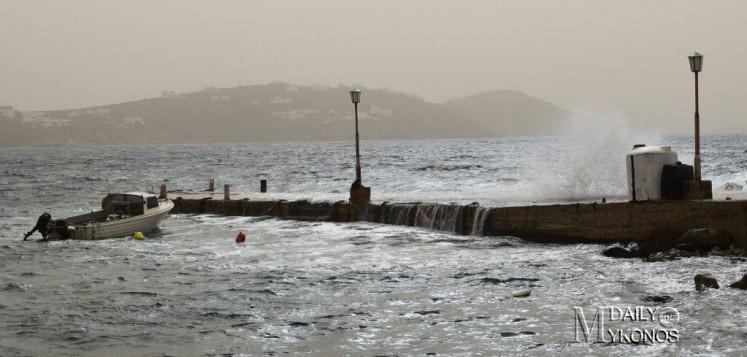Ραγδαία επιδείνωση του καιρού από αύριο - Λήψη αυξημένων μέτρων συνιστά το λιμεναρχείο Μυκόνου
