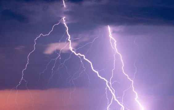 Έκτακτο δελτίο καιρού: Ισχυρές καταιγίδες τις επόμενες ώρες και ενίσχυση των ανέμων