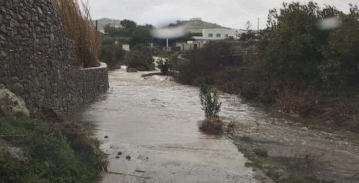 Νερό παντού - Προβλήματα αλλά και ευλογία για το νησί