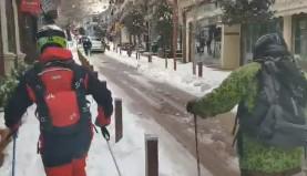 (video) Άλλοι κάνουν παρκούρ σε ταράτσες και άλλοι «σκιάρουν» στο Καρπενήσι!