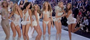 Οι Αγγελοι της Victoria' s Secret προσγειώνονται στη Μύκονο