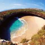 Η ακτή του έρωτα! Η πιο όμορφη παραλία πάνω στη γη που δημιουργήθηκε από… βομβαρδισμό!