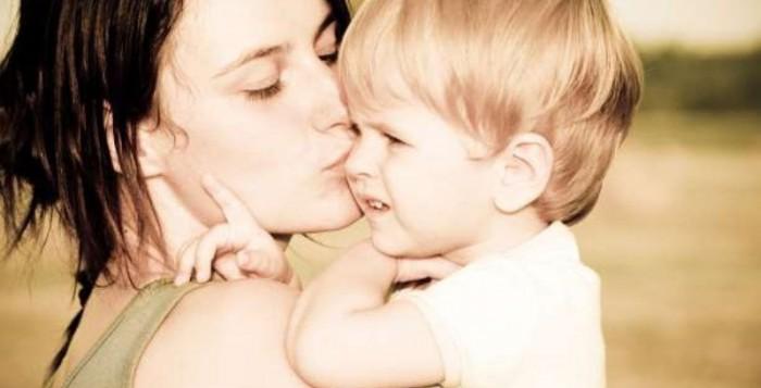 Η μητρική αγκαλιά είναι το καλύτερο φάρμακο για τα μωρά