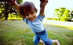 Γιατί το παιχνίδι στο ύπαιθρο μειώνει τον κίνδυνο μυωπίας στα παιδιά