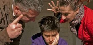 Γιατί οι γονείς πληγώνουν τόσο βαθιά;
