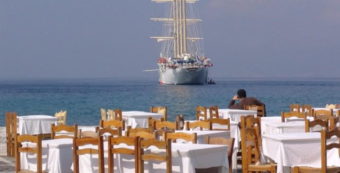 CNN: Πάτε διακοπές στην Ελλάδα; Πάρτε μαγιό και... μετρητά