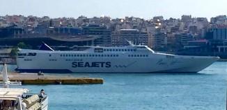 Στο λιμάνι του Πειραιά το Paros Jet για πρώτη φορά