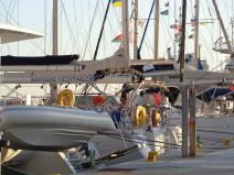 (video) Γιατί δεν μπαίνουν τα ιστιοπλοϊκά στο παλιό λιμάνι της Μυκόνου;