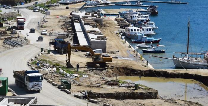 Μύκονος: Δύσκολο καλοκαίρι σε ένα λιμάνι εργοτάξιο...