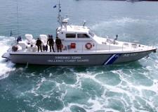 Επιχείρηση στο Τραγονήσι για την απομάκρυνση του πληρώματος του φορτηγού πλοίου