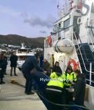 (ΦΩΤΟ) Ολοκληρώθηκε με επιτυχία η επιχείρηση διάσωσης των ναυτικών του φορτηγού πλοίου που προσάραξε ανατολικά της Μυκόνου