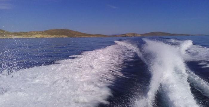 Τραγωδία! Σκάφος καρφώθηκε στα βράχια - Νεκρή μια γυναίκα και 4 τραυματίες