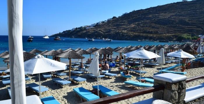 Σύλληψη ημεδαπού για παράνομη τοποθέτηση ομπρελών σε παραλία της Μυκόνου