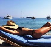 Τις ομορφιές της Μυκόνου μοιράστηκε η Αμπρόζιο με τους 4,4 εκατ. φίλους της στο Instagram