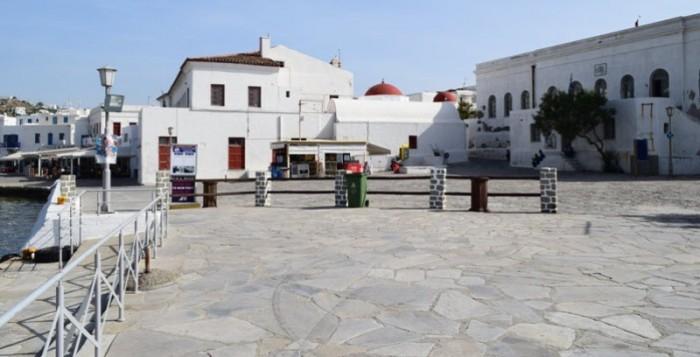 Σαν Σήμερα: Η ιστορία των Καραολή και Δημητρίου το όνομα των οποίων φέρει η πλατεία δυτικά του Δημαρχείου Μυκόνου