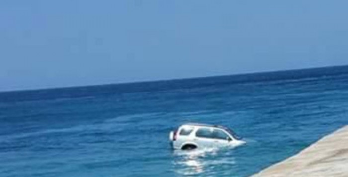 ΙΧ κολύμπησε στο νέο λιμάνι της Μυκόνου