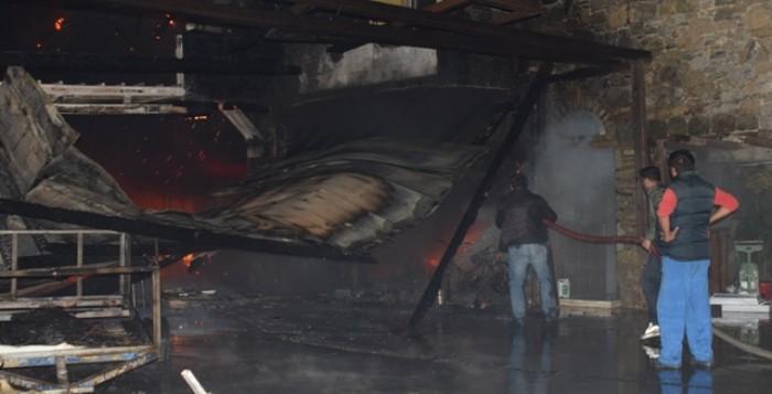 VIDEO από την επιχείρηση κατάσβεσης της φωτιάς σε ξενοδοχείο της Μυκόνου - Μάχη με τις φλόγες δόθηκε για την κατάσβεσή της - Χωρίς πυροσβέστη το νησί!