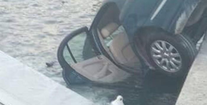 Μύκονος: Απίστευτη βουτιά ΙΧ πάνω σε σκάφος στο αλιευτικό καταφύγιο (ΦΩΤΟ)